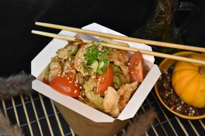 Гохан с курицей и овощами