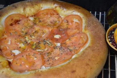 Пицца Маргарита (пышное тесто)