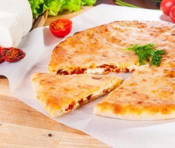 Пирог с курицей, сыром и помидорами 1300г.