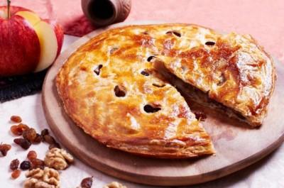 Пирог с творогом, изюмом и грецким орехом 1300г.
