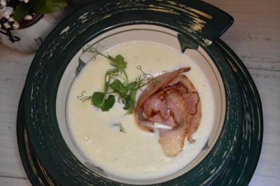 Суп Сырный с беконом и гренками