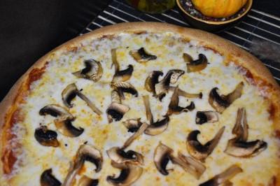 Пицца Папперони с шампиньонами (тонкое тесто)