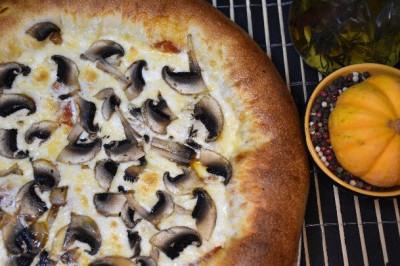 Пицца Курица с шампиньонами и папперони  (тонкое тесто)